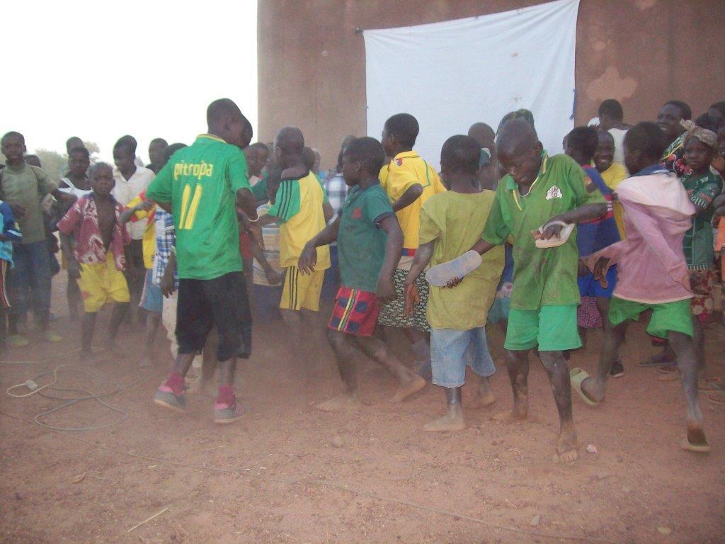 les enfants dansent.jpg