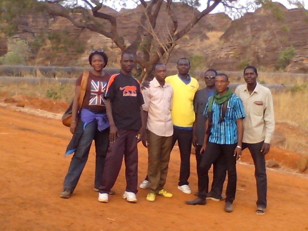 l'équipe dirigeante : Mme la guide, Narcisse, Paul, Issa, Jean-Marie, Ibrahim, Ismaël et Yannie qui prend la photo!!